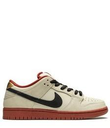 SB Dunk Low sneakers