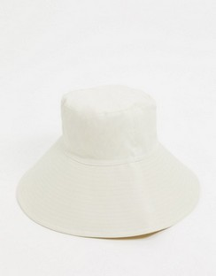 Fisherman Bucket Hat in Cream
