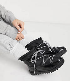 Short Snow Boots in Black